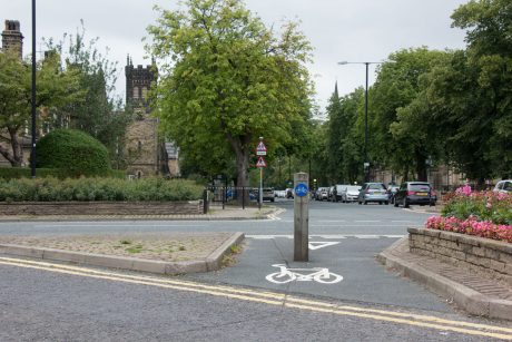Cycle route on Victoria Avenue