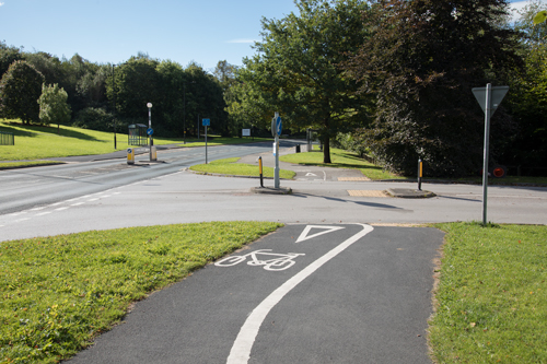 Jennyfield Drive cycle path at the Hydro